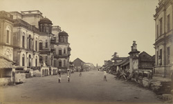 Street view in Tanjore showing one of the native palaces.